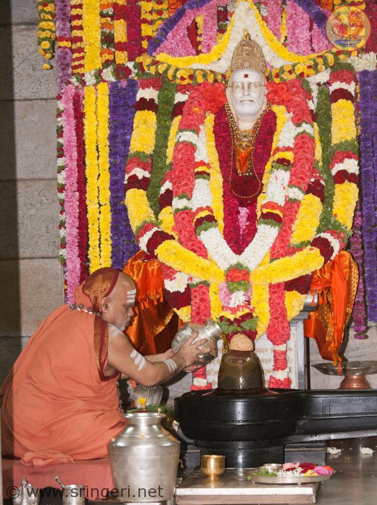 Jagadguru Shankaracharya Sri Sri   Bharati Tirtha Mahaswamiji offers special Aradhana Puja at His Guru's Adhisthanam
