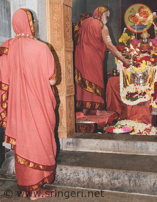 Jagadguru Sri Sri Bharati Tirtha Mahasannidhanam performs special puja at the temple of Jagadguru Sri Adi Shankaracharya; Jagadguru Sri Sri Vidhushekhara Bharati Sannidhanam has darshan.