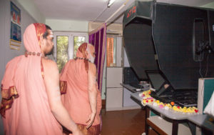 Sri Mahasannidhanam and Sri Sannidhanam inaugurating the state of the art scanning unit at Shankara Advaita Research Centre