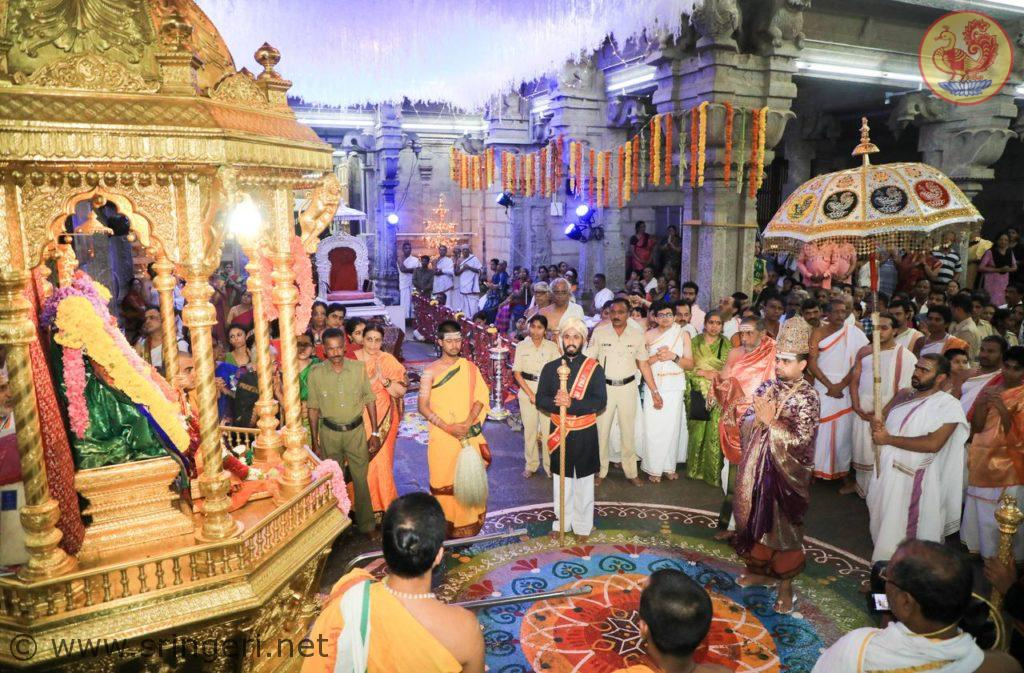 golden_rathotsava_of_goddess_sharadamba_during_navaratri